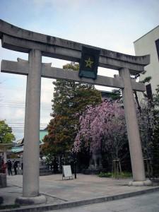4-16晴明神社鳥居a